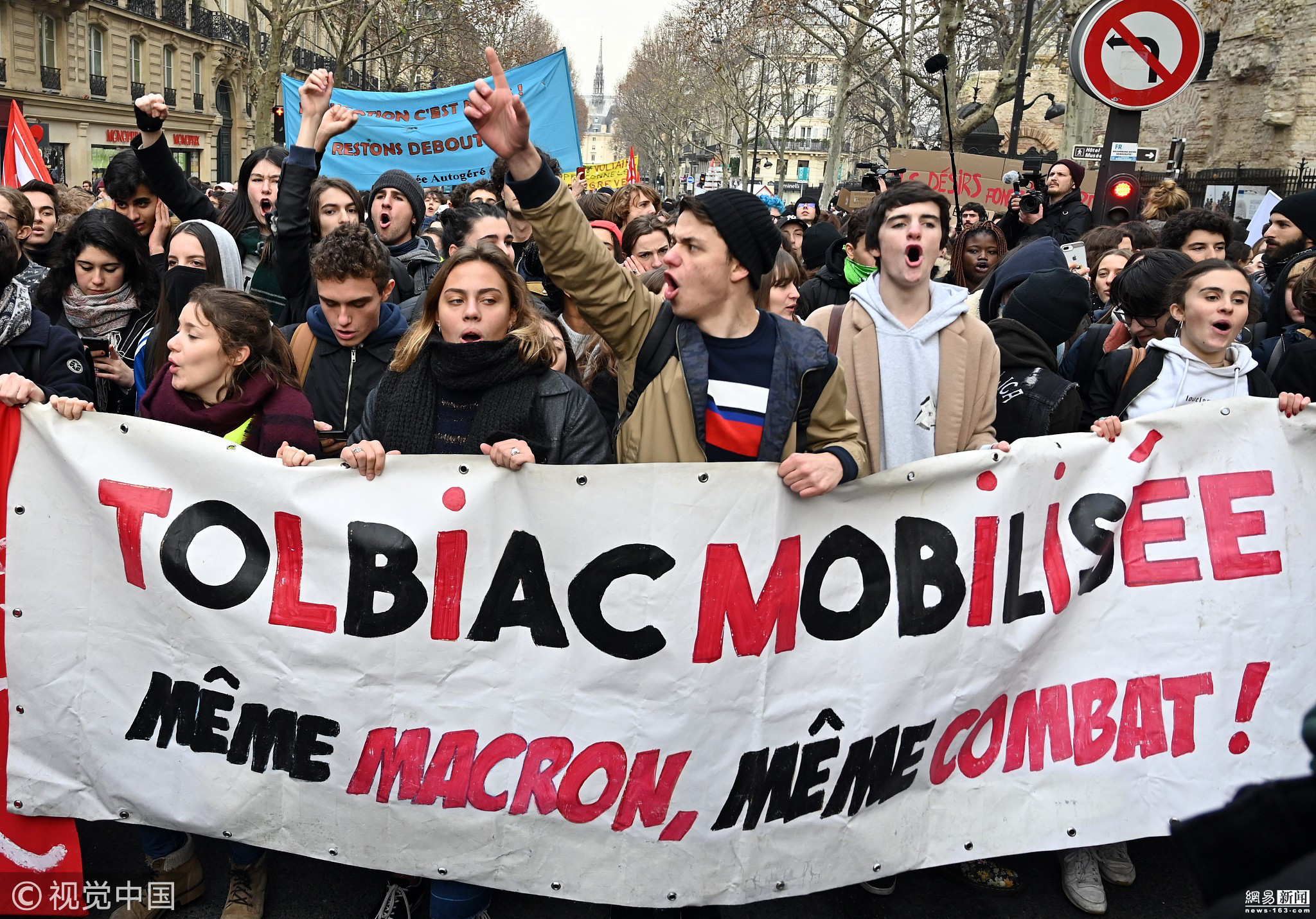 法国学生抗议教育改革 走上街头示威游行