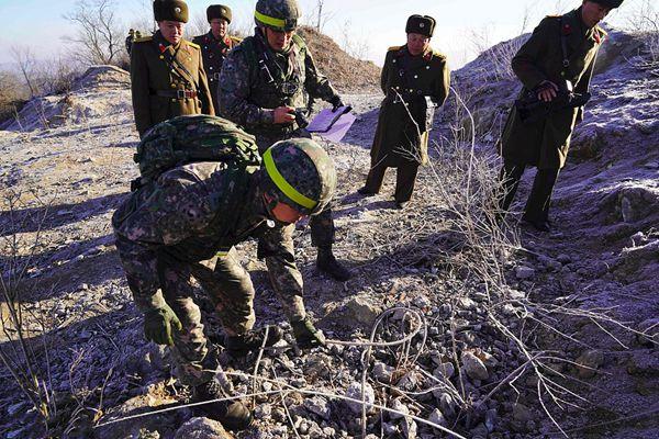 韩朝互检非军事区内哨所拆除情况