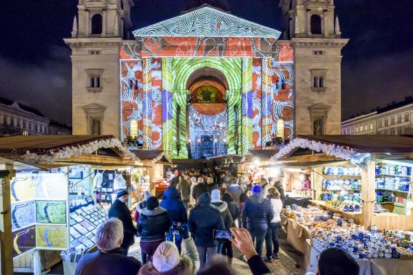布达佩斯迎圣诞气氛浓烈圣诞集市彩灯巴士齐上阵