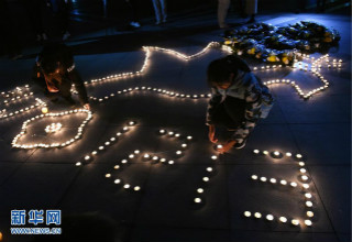 南京:大学校园烛光寄哀思