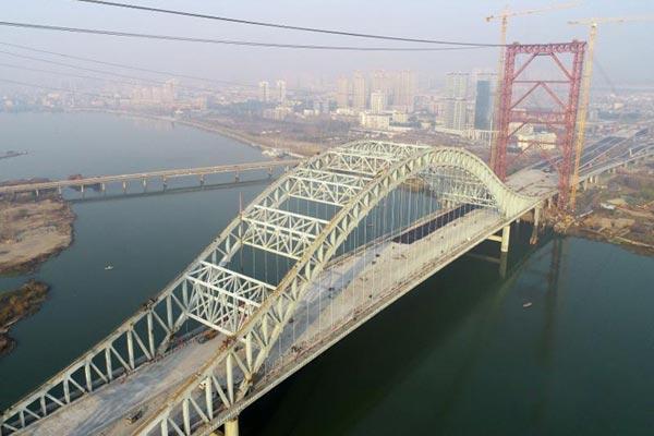 湖北襄阳苏岭山大桥即将峻工通车