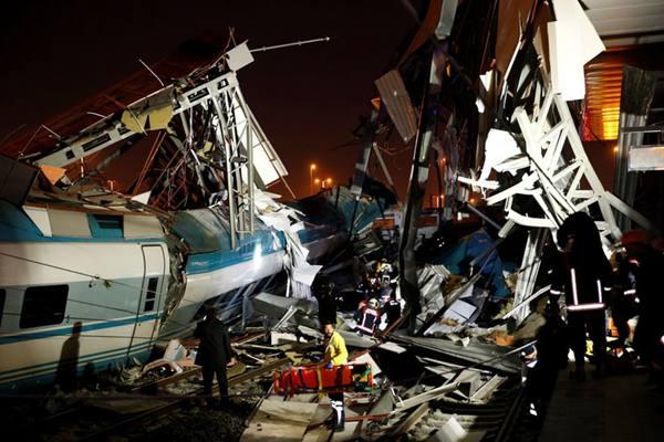 土耳其安卡拉一高速列车脱轨  至少9死47伤