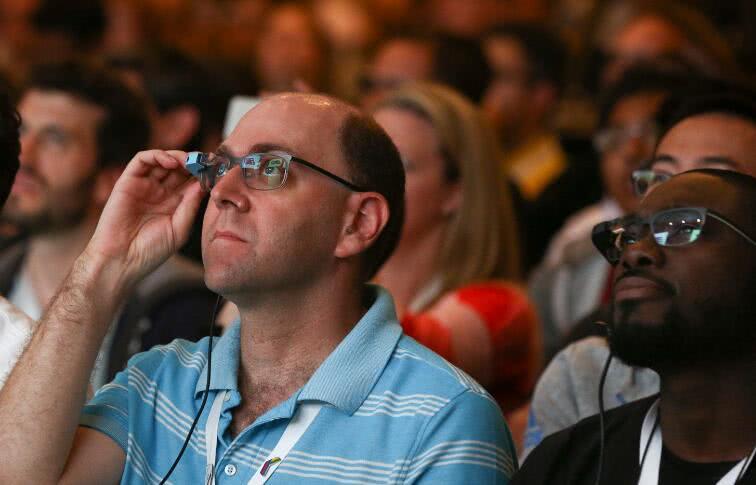 特斯拉打造科幻工厂:组装工将佩戴AR眼镜