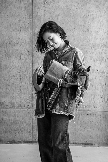 刘敏涛曝时尚大片  生活雕刻的时光美人