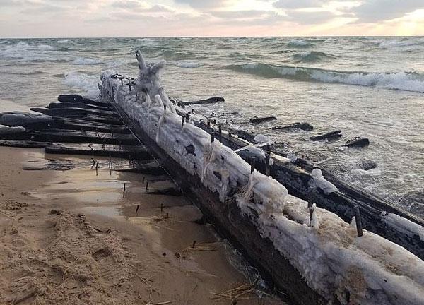 美湖滨惊现神秘木船残骸 疑为140年前沉没帆船