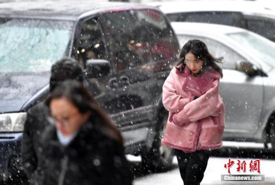 华北黄淮等地有霾天气 中东部气温逐渐回升