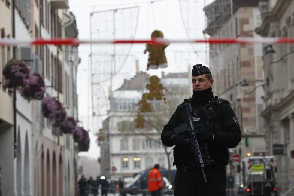 """法国遭恐袭后,政府敦促""""黄背心""""示威者周末不要继续示威"""