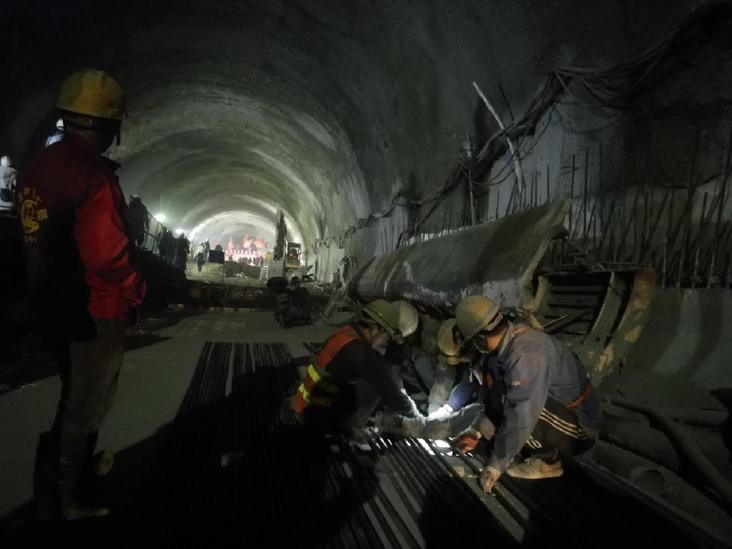 京张高铁第一长隧顺利贯通