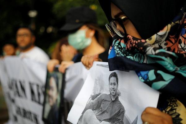 印尼狮航客机坠毁事故遇难者亲属要求继续搜寻失踪者遗骸