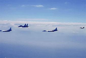 图来了:俄图160抵达委内瑞拉后和委苏30空中巡航