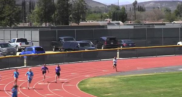 大逆转!美高中女子400米短跑比赛后来者居上夺冠
