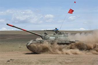 蒙古坦克兵进行演习 还在用T55主战坦克