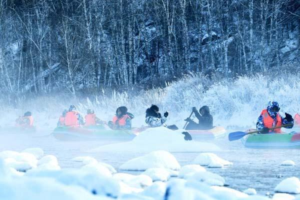 """内蒙古冰天雪地的""""不冻河"""""""