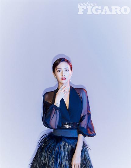 佟丽娅演绎多元时尚态度 年末双封引期待