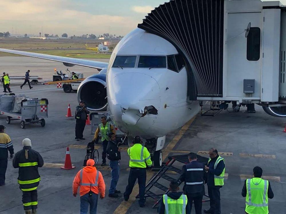 墨西哥航空航班疑撞上无人机 飞机机头受损严重