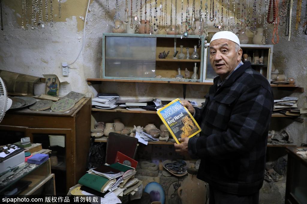 """小小博物馆内有大乾坤!70岁巴勒斯坦老人""""拯救""""一万件文物"""