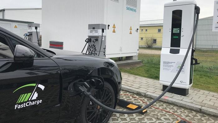 保时捷展示超快速充电桩原型 最大功率450kW