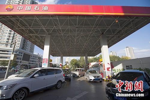 """国内油价今日调价或""""四连跌""""每吨降超120元"""