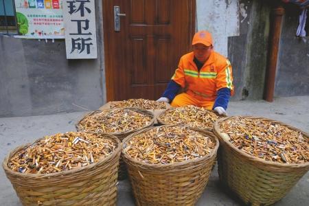 乐山一环卫所14天捡拾100斤烟头 负责人:绝大多数被随意丢弃