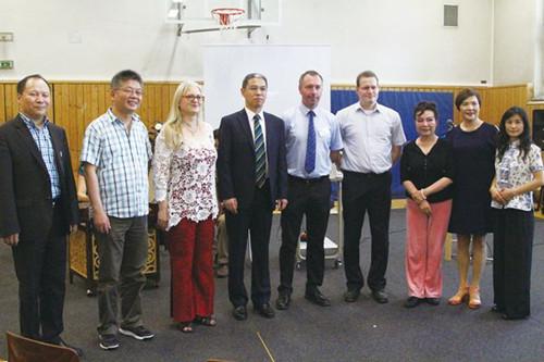 法兰克福华侨华人助力中文课程走进德国公立学校