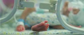 残疾妈妈产早产儿在纸上写:我要安乐死