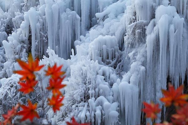 北京门头沟冰瀑景观进入最佳观赏期