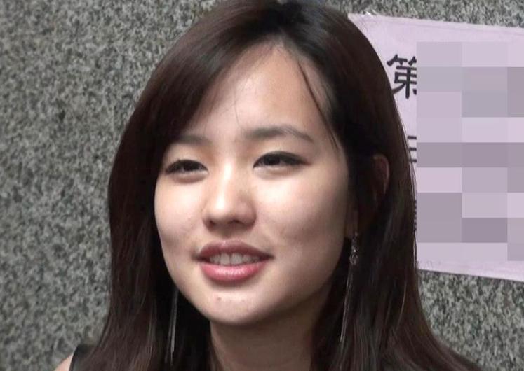 韩国瑜女儿参加父亲就职典礼 自爆穿什么都从夜市买
