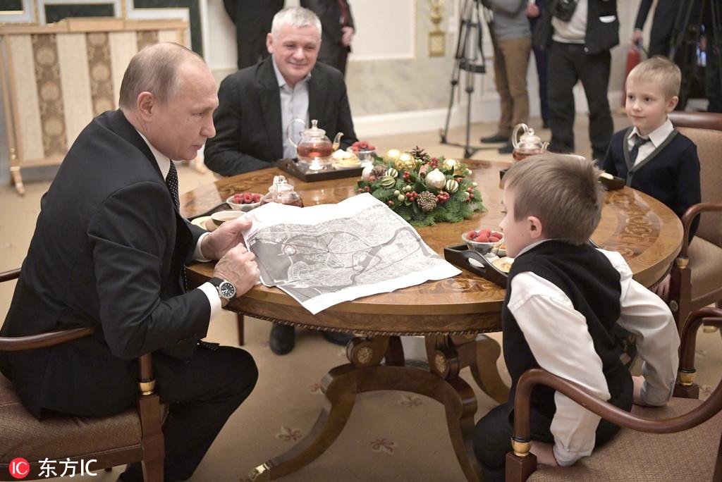 普京会面14岁脆骨症男孩 助其圆梦坐飞机游圣彼得堡