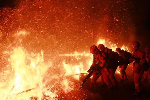 黑龙江森林消防员零下35℃进行夜训实战演练