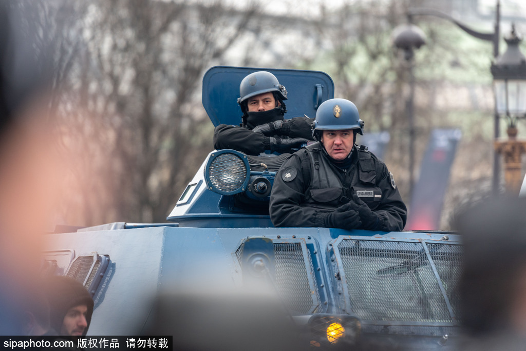 """法国抗议活动进入第5周   """"黄马甲""""占领街道"""