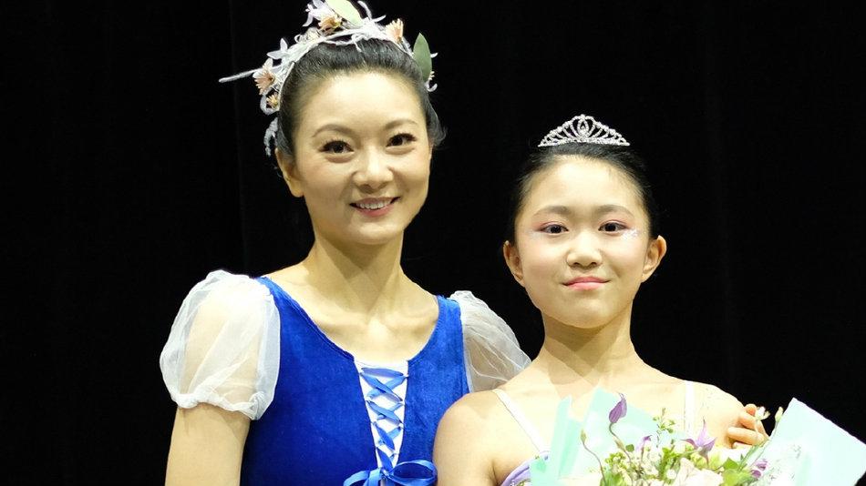 陈婷与女儿同台演出似姐妹花 儿子陪伴在旁超幸福