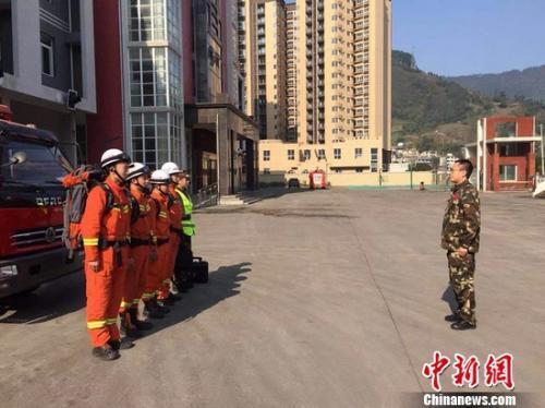 四川宜宾发作5.7级地动 83名消防队员赶往现场救援