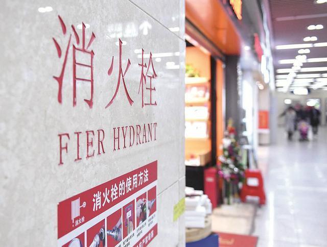 武汉一地铁站消火栓翻译错误 fire 被错写成 fier