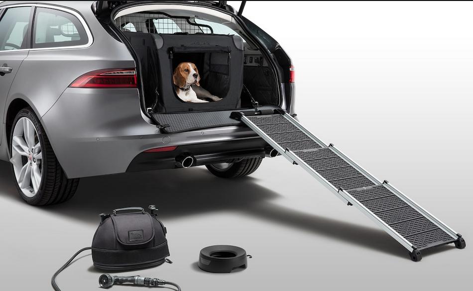 捷豹推出宠物狗车载套件 为爱宠量身定做