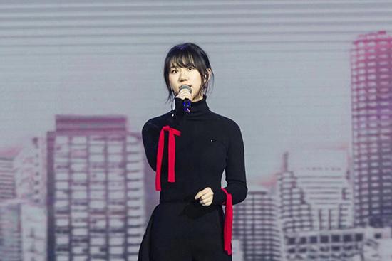谢春花获最佳国语女新人奖项感恩歌迷