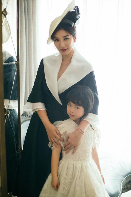 黄奕直言第二段婚姻为噩梦 女儿生病让她决定离婚