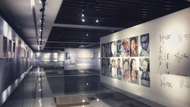 """文学界大咖李敬泽讲解""""国宝级""""手稿背后的故事"""
