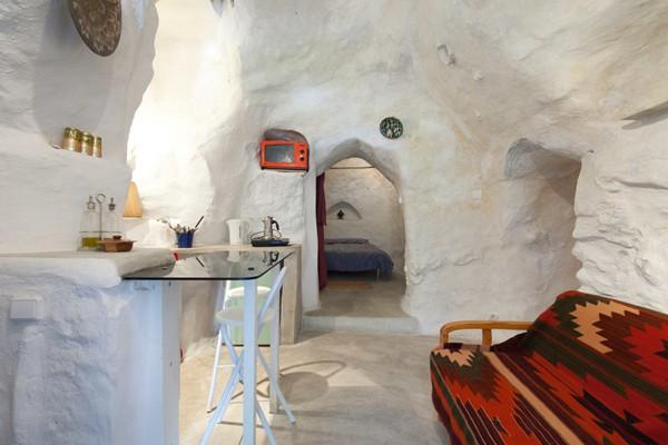 西班牙有家冰屋酒店 天寒地冻去冰穴里抱团取暖