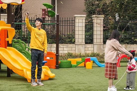 《爱上幼儿园》收视八连冠  张丹峰给萌娃上课