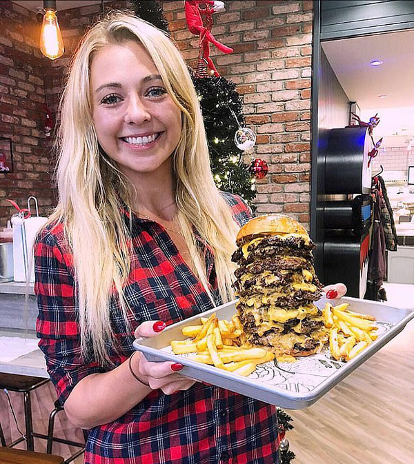 英女子体型娇小食量惊人 20分钟吞掉九层汉堡