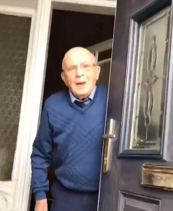 苏格兰女子拍摄每次拜访祖父视频 两天圈粉500万