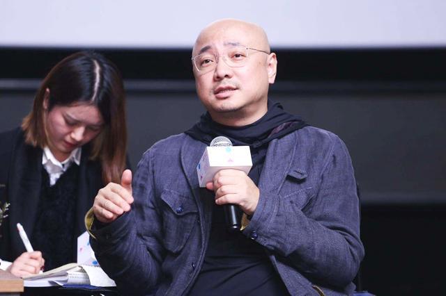 徐峥述说自己光头经历,大二时因父亲去世就脱发,经常被同学取笑