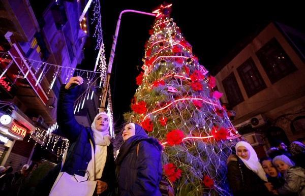 和平不易!叙利亚首都民众时隔多年再迎圣诞节气氛