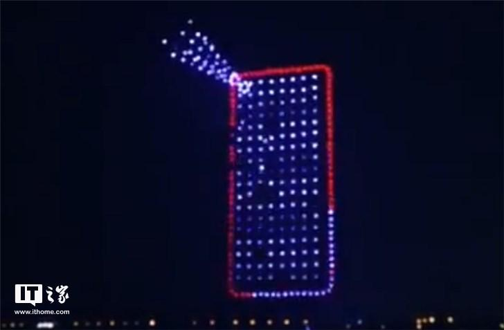 华为湘江夜空200余架无人机灯光秀