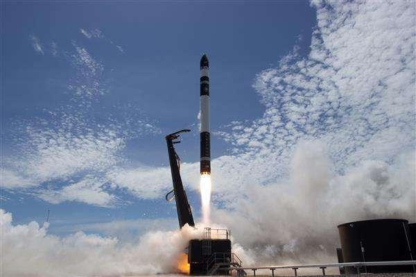 新西兰火箭创企发射成功 将13颗卫星送入轨道