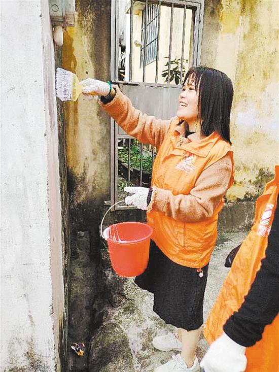 """志愿者清理""""牛皮癣"""""""
