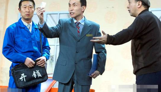 61岁巩汉林近照曝光,植发后大变样,与潘长江再同台演出