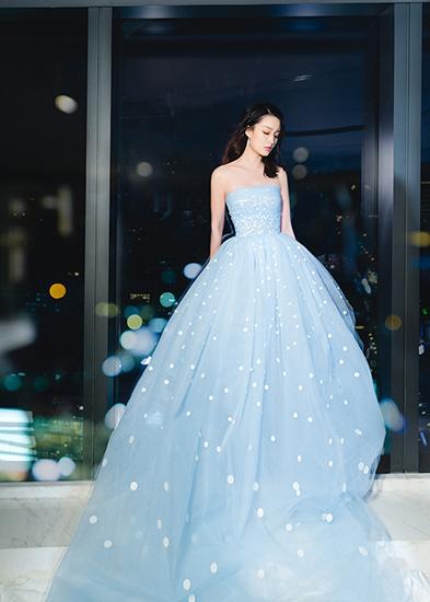 李沁穿纱裙唯美浪漫 薄纱遮面展朦胧之美