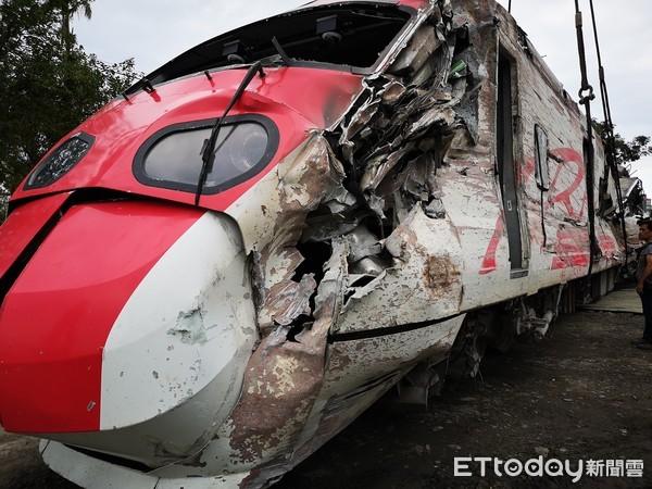 普悠玛事故报告再拖延 罹难家属批台铁:没担当!