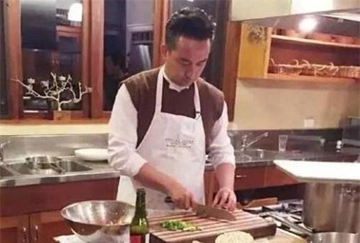同样是生女儿,李亚鹏亲手教女儿做饭,黄磊却坚决不让女儿学做饭